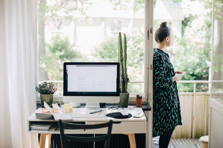 home office goodies How to Easily Organize a Comfortable Workspace https://officehomegoodies.com/how-to-easily-organize-a-comfortable-workspace/
